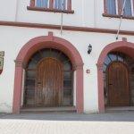 Rathaus - links Eingang zur Ratsstubb, rechts zum Ratssaal